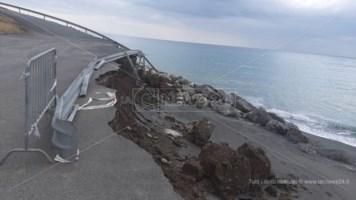 Ad Amantea l'erosione costiera minaccia anche la statale 18