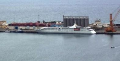 Porto di Vibo, al via la demolizione dei sette silos in disuso da anni