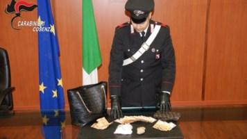 Cosenza, nascondeva cocaina per un valore di 50mila euro: arrestata