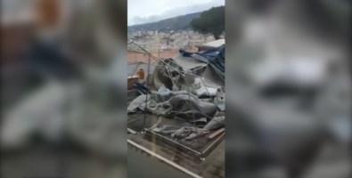La tenda pre triage devastata dal vento