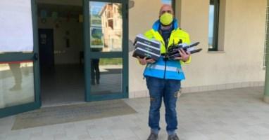 La consegna di tablet e pc