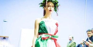 Moda e tricolore, l'abito di Greco simbolo dell'Italia che resiste