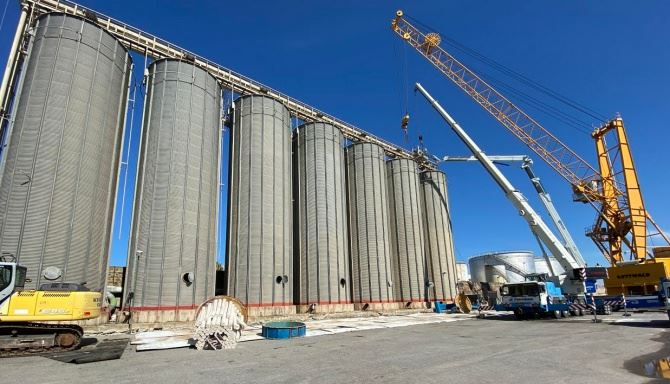 I sette silos a Vibo Marina