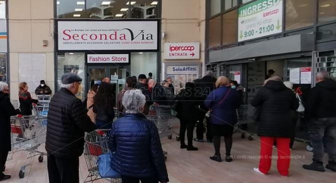 Supermercati presi d'assalto a Reggio Calabria
