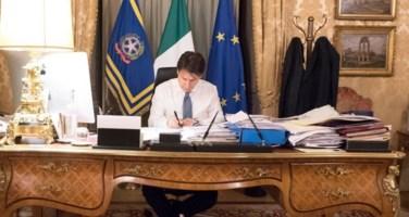 Conte firma il nuovo decreto: ecco le imprese che rimangono aperte