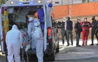 Personale in azione nell'ospedale covid di Gioia Tauro