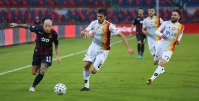 Serie B, il Cosenza pareggia 1-1 con il Lecce: super Falcone para un rigore