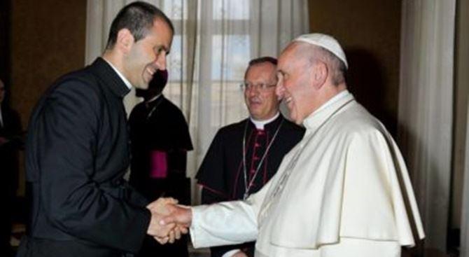 Don Fabio Salerno e Papa Francesco (foto Vatican News)