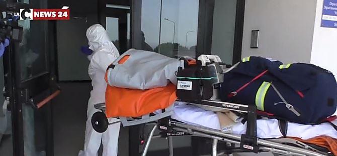 Sanitari al lavoro nell'ospedale di Catanzaro