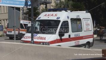 Ore d'attesa in ambulanza prima di essere visitato, 83enne di Trebisacce muore a Cosenza
