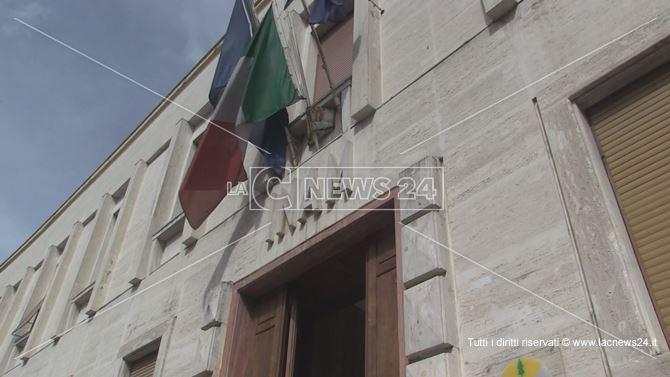 L'ingresso della sede dell'Asp di Cosenza in via Alimena
