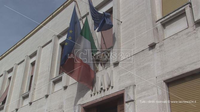 L'ingresso della sede dell'Asp di Cosenza