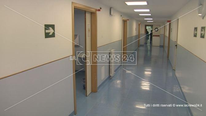 La corsia ospedaliera del plesso di pneumologia e malattie infettive di Cosenza