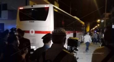L'autobus che ha portato i migranti contagiati da Amantea a Roma