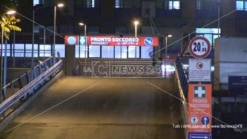 Una immagine notturna del pronto soccorso di Cosenza