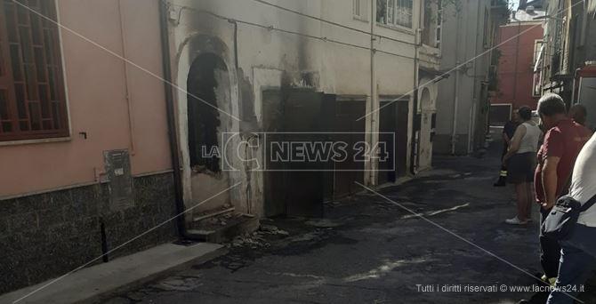 La casa del disabile danneggiata dall'incendio