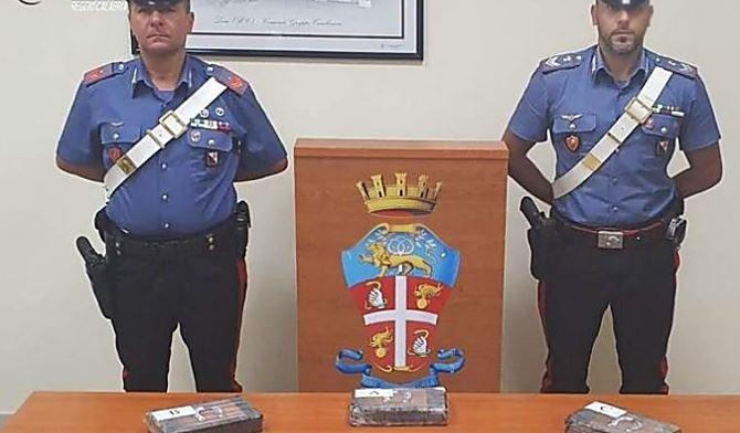 La droga trovata in auto dai carabinieri
