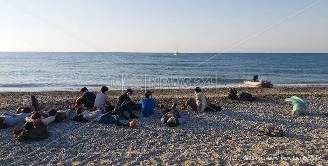I migranti arrivati a Sellia Marina