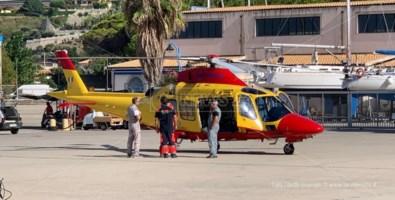 L'eliambulanza atterrata al porto di Tropea