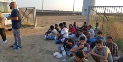 Sbarchi, altri 115 migranti arrivati a Crotone. Ora sono tutti in quarantena al Cara di Isola