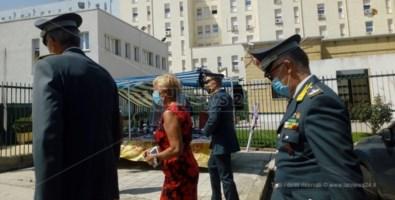 Il prefetto Tombesi entra in ospedale a Crotone per far visita ai due finanzieri feriti