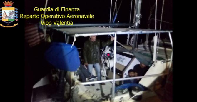 I migranti sbarcati a Roccella Jonica