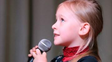 """Coronavirus, canto """"vietato"""" a scuola. Gli esperti: «Aumenta il rischio contagio»"""