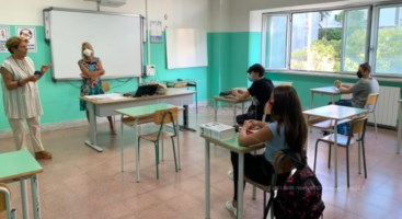 Scuola Calabria, si riparte a macchia di leopardo. Gli auguri della Santelli