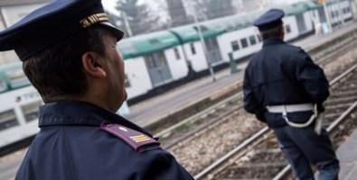 Reggio Calabria, scritta contro la polizia su un treno: denunciato un minorenne