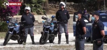 Reggio Calabria, aggrediscono un uomo e gli rubano il telefonino: arrestati