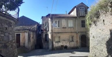 Uno scorcio del centro storico di Maida