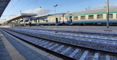 Un treno regionale nella stazione di Lamezia Terme