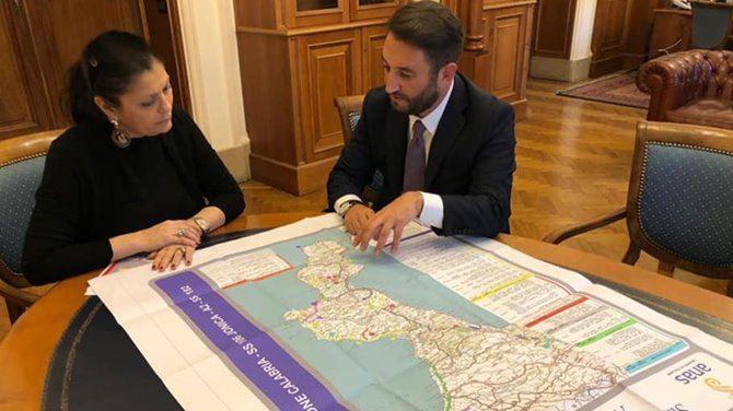 La presidente Santelli durante un incontro al ministero delle Infrastrutture e dei Trasporti