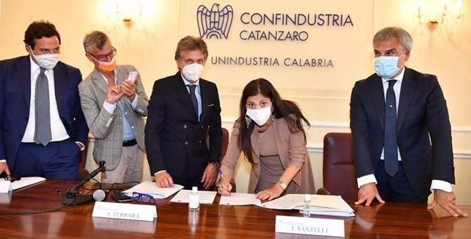 La firma del protocollo d'intesa tra Regione e Unindustria Calabria