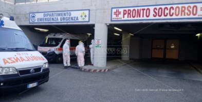 Ambulanze in attesa a Catanzaro