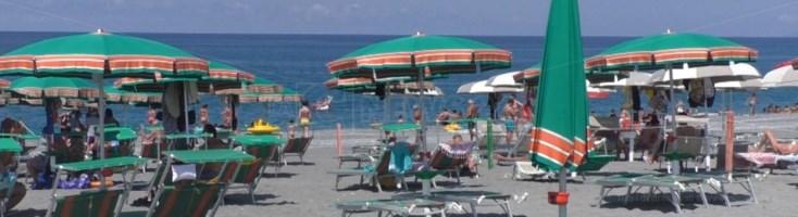 Turismo in Calabria, a luglio boom a metà: lidi già affollati, strutture alberghiere in ripresa