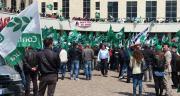 Duemila agricoltori in protesta davanti gli uffici della Regione - VIDEO