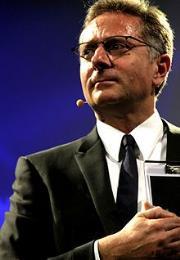 A lezione di televisione da Paolo Bonolis a Cosenza