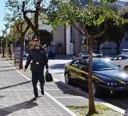 Crotone: la Gdf smaschera due falsi ciechi, truffa da 120 mila euro