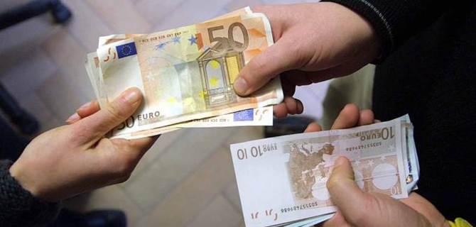 Uno scambio di banconote