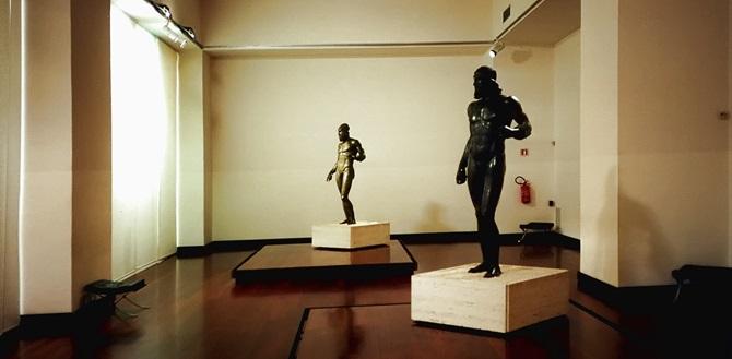 I Bronzi di Riace esposti nel museo archeologico di Reggio Calabria