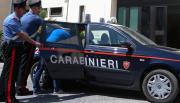 Tenta di colpire i carabinieri con un bastone, arrestato